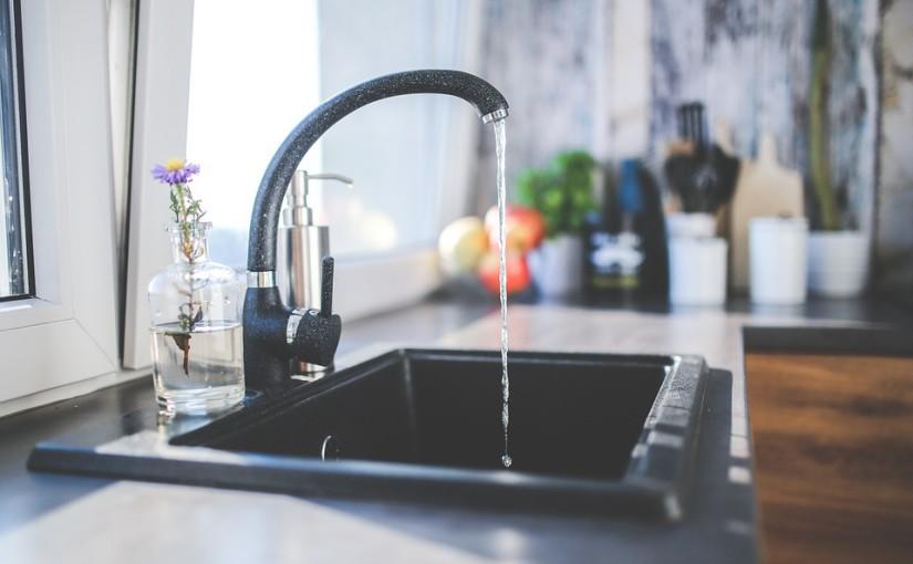 Fixer un évier en résine en quelques minutes
